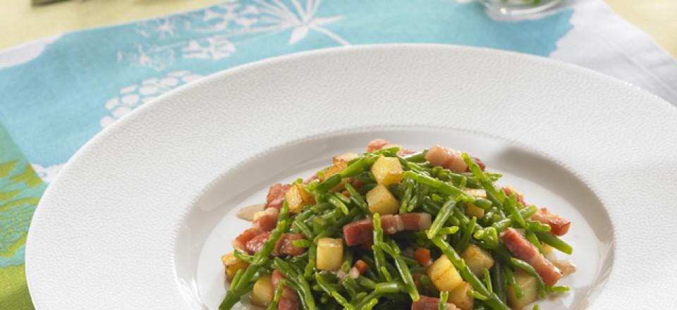 Salade de salicornes au balsamique, petits lardons et dés de pomme de terre rissolées / restaurant l'Armen.